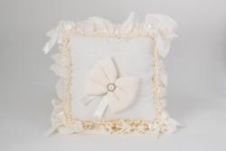 Kissen aus Baumwolle in Creme für Geburtsgeschenke Uni