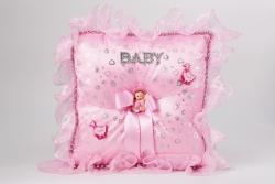Kissen aus Rosanem Seide für Geburtsgeschenke Mädchen mitSchleife und Puppe
