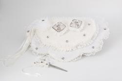 Trauungstablett in weiß mit Diamanten und zwei Ringschachteln