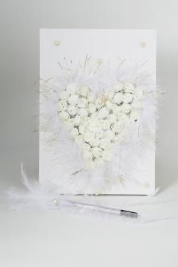 Gästebuch beschmückt mit kleinen weißen Schaumrosen in Herzform Feder und Perlen