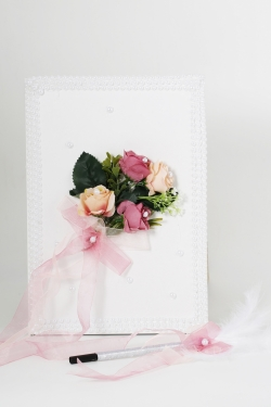 Gästebuch mit Rosenbund und rosa Tüllschleife