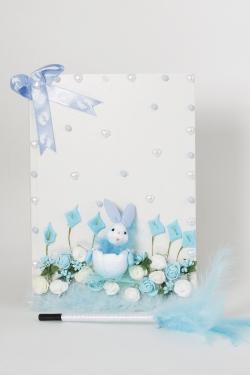 Gästebuch mit Hase und blauen Schaumrosen beschmückt Junge Geburt